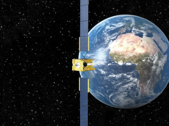 High-tech defence satellite lifts off