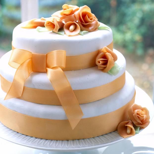 Hochzeitstorte selber backen  so gehts  BRIGITTEde