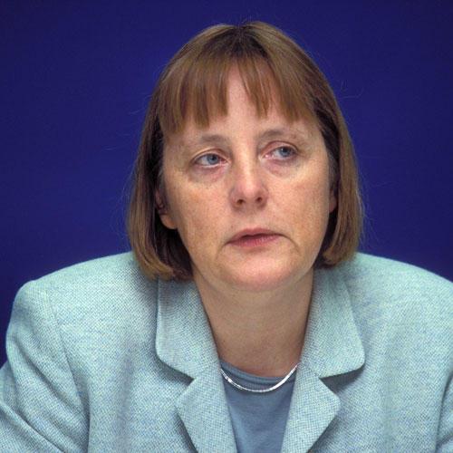 Die Flugtauglichen Und Wetterfesten Frisuren Der Frau Merkel