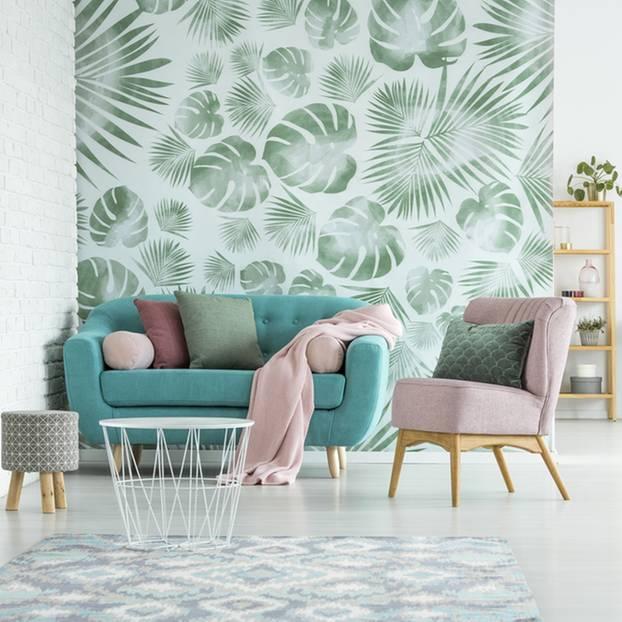 wandgestaltung wohnzimmer die schonsten ideen grune couch vor einer wand mit gemusteter tapete