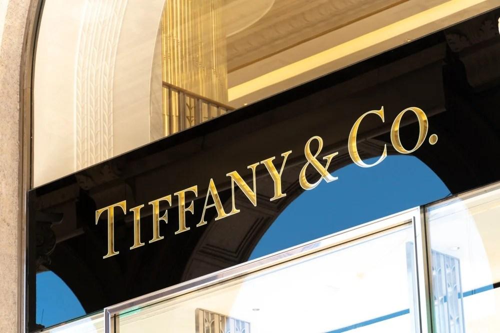 【香港反送中】搭上「反送中」熱潮?Tiffany & Co.遮右眼照遭中國網民批評! | BusinessFocus