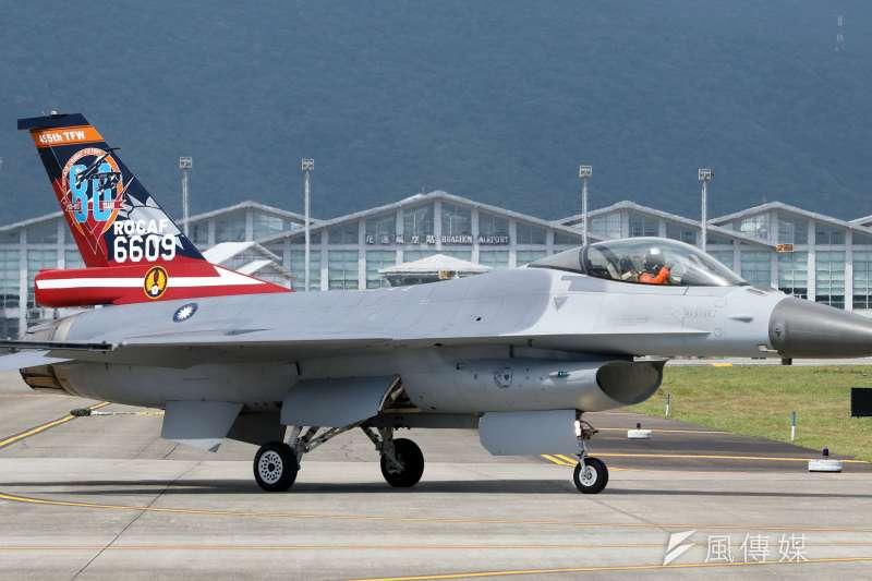 F-16V戰機戰力升級!增購電戰莢艙可對地鎖定12目標攻擊 空軍將向美殺價-風傳媒