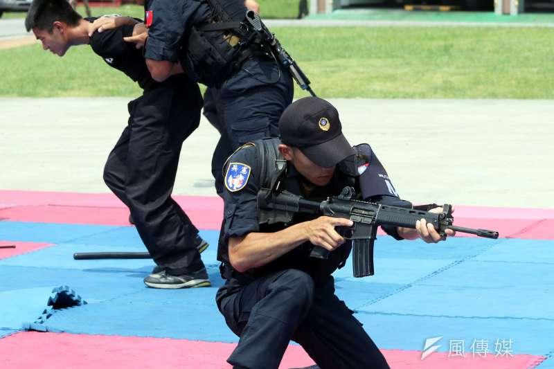 憲兵秀擒拿格鬥術、長短槍變換射擊 內紅點瞄準鏡首度曝光-風傳媒