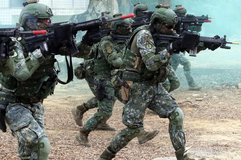 「涼山上住著一群鬼!」神秘部隊藏身行軍訓練 臂章讓他們露餡了-風傳媒