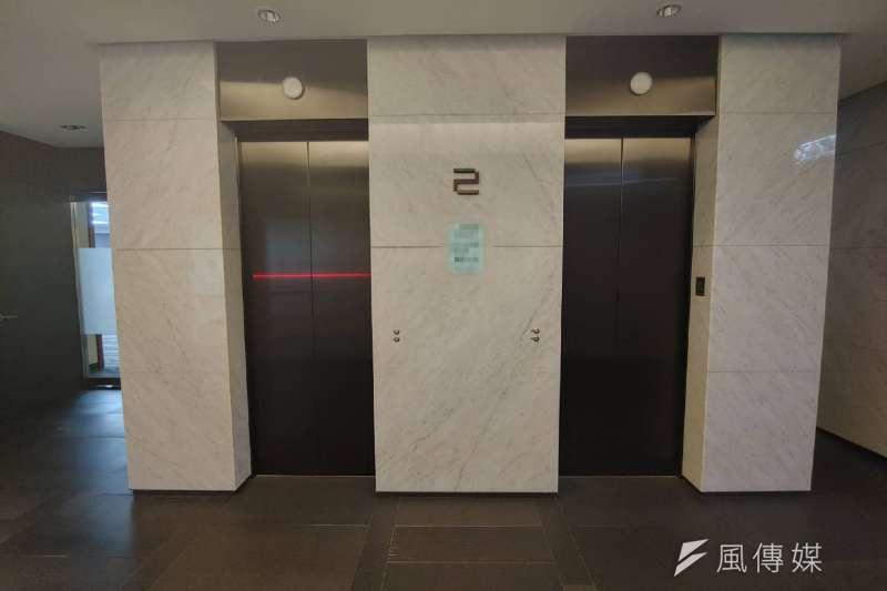 崩潰!一層10戶電梯等超久 網憂:都是投資客在買-風傳媒