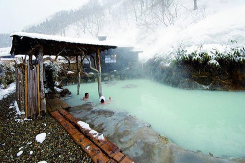 這個日本最經典的300年古老秘湯,絕對值得你拋開面子全裸入浴!-風傳媒