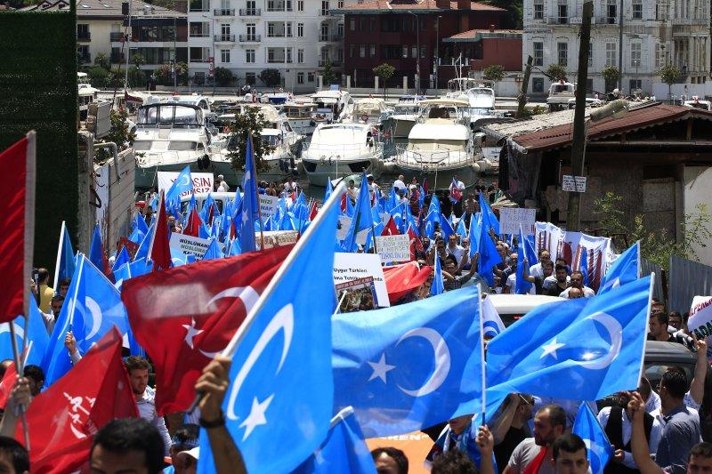 抗議壓迫穆斯林 土耳其爆發排華遊行-風傳媒