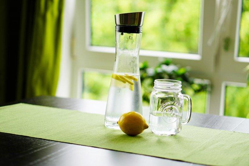 感到口渴時已經變笨!喝水對防失智癥竟有奇效,40年名醫公開5個喝水最佳時機-健康|血管|失智癥|礦泉水 ...