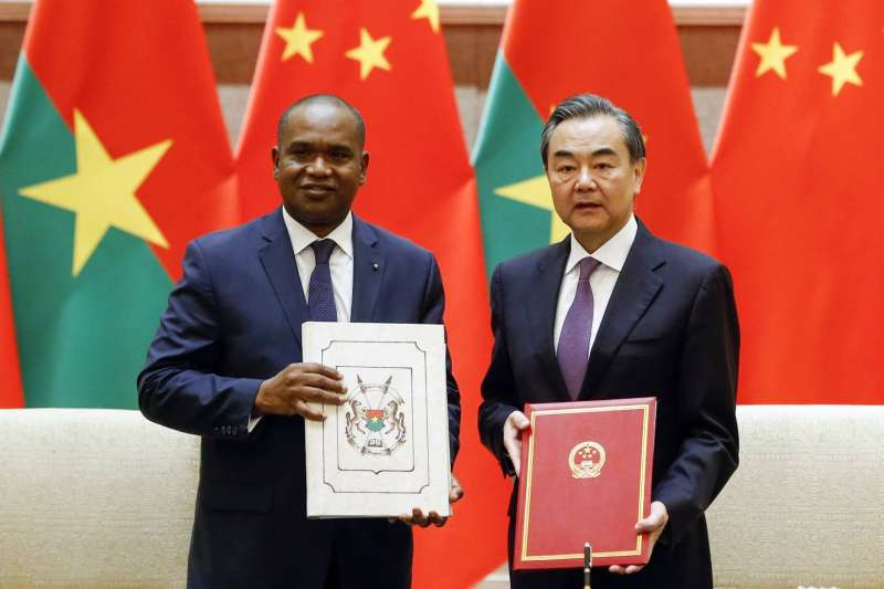 斷交風暴》布吉納法索棄臺投中 王毅點名:非洲只剩一個國家還沒有和中國建交-風傳媒