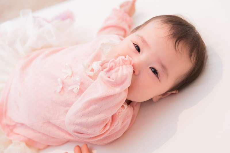 幼兒咳不停。千萬別亂餵止咳藥水!專業兒科醫生解析常見6種止咳藥都在喝什麼-風傳媒