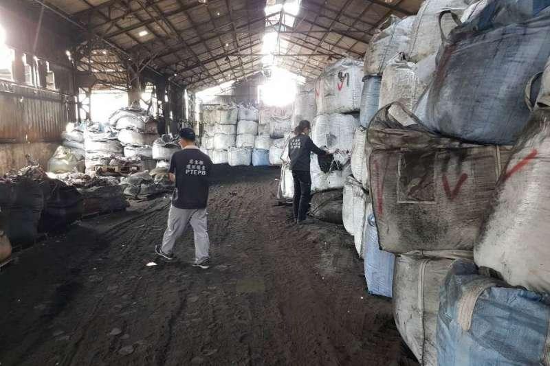 荒廢廠房堆廢棄物 環保局主動查獲移送司法偵辦-風傳媒