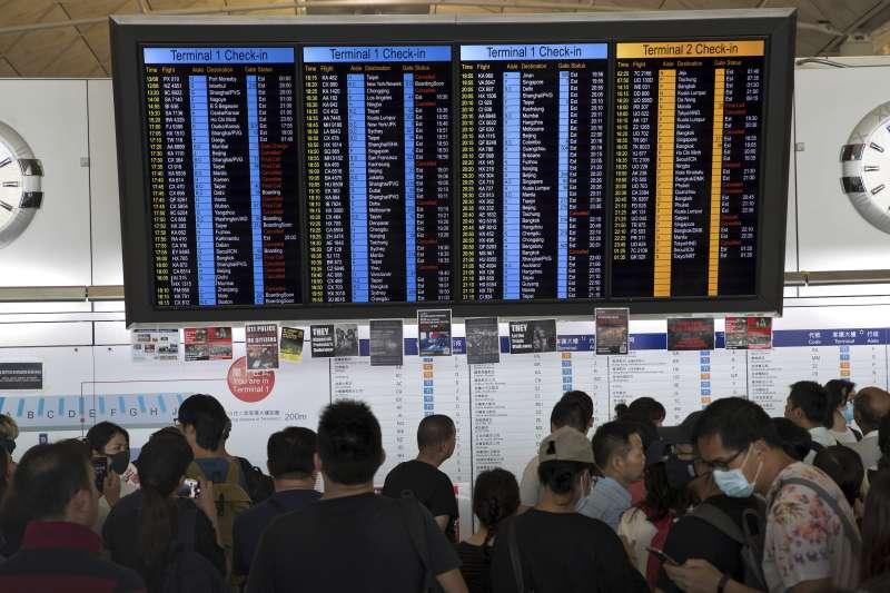 連續第2天佔領》香港機場再度癱瘓 班機check-in服務全面暫停-風傳媒