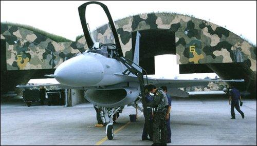 美軍攻擊敘利亞啟示 我空軍終於要建3300磅強化抗炸機堡了-風傳媒