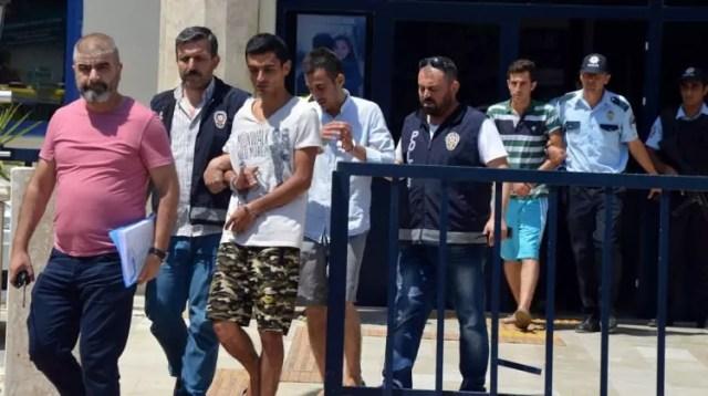 '15 Temmuz' afişi yırtanlar tutuklandı