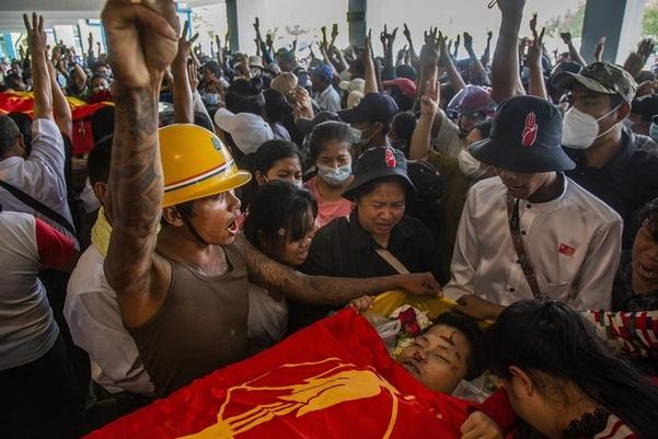 미얀마의 군대와 유혈 진압 … 1 명 추가 사망