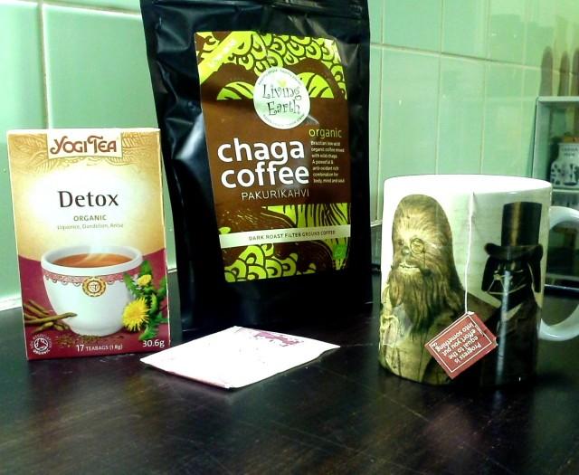 Testissä vanha tuttu Yogi Tea ja uusi ystävä Pakurikahvi