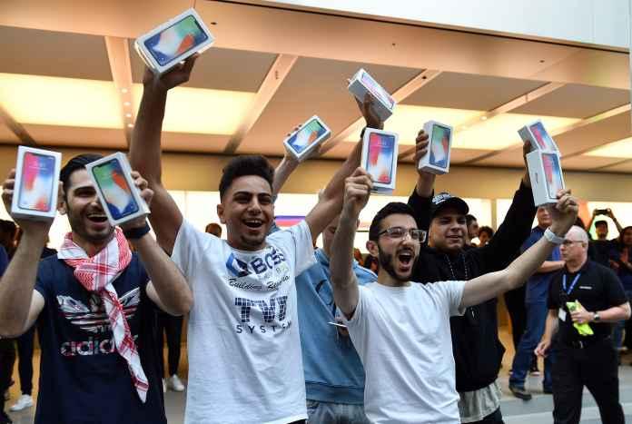 Premium: iPhone X on sale Australia 171103-001
