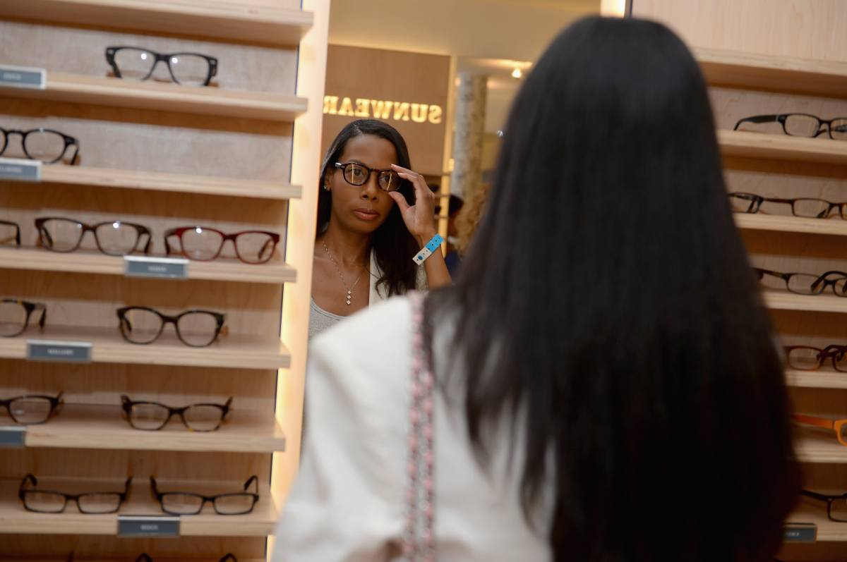 GP: Warby Parker store and customer