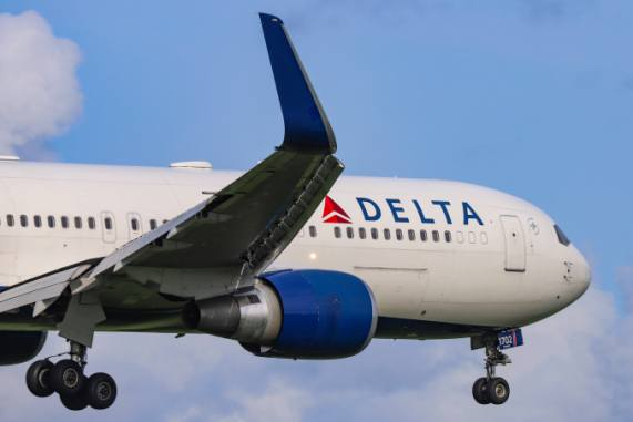 Coronavirus prompts Delta, American to cut flights, freeze hiring