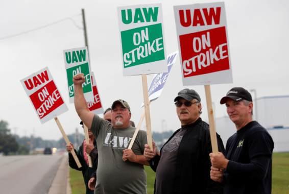 2020 election: Democrats cheer UAW strike against GM, criticize Trump