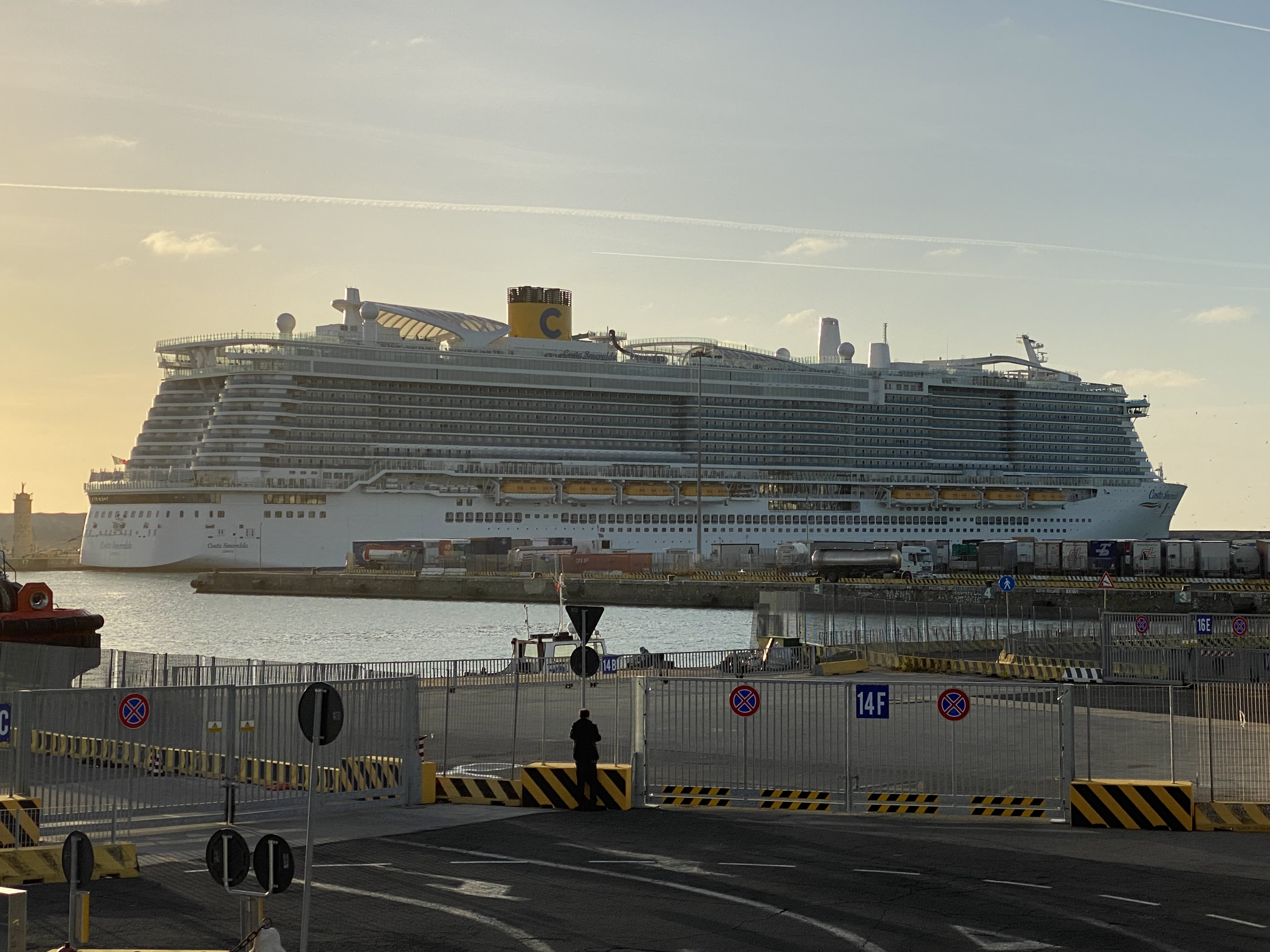 Travel safety tips for coronavirus: cruises, theme parks, airports