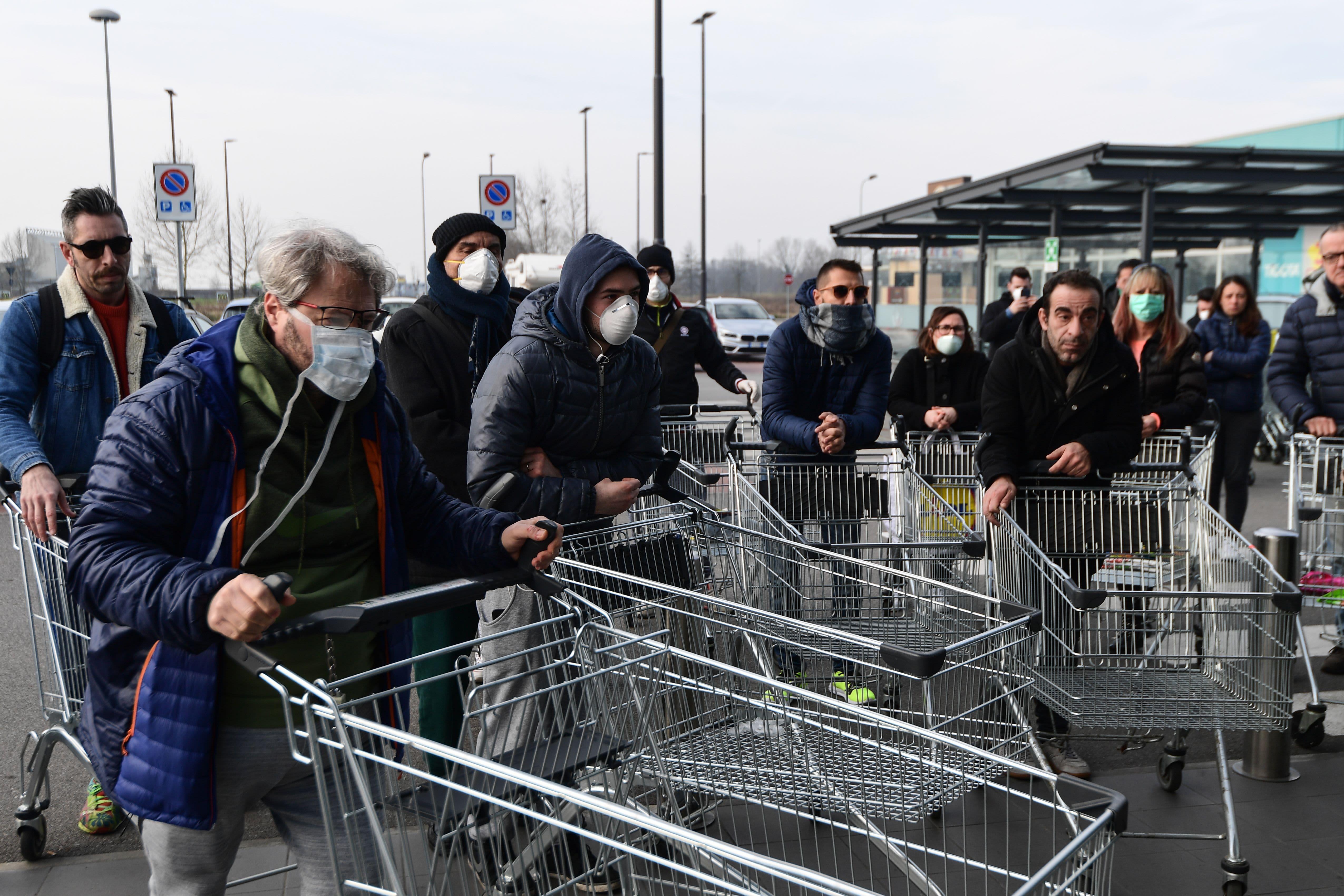 Coronavirus: Italy stocks plummet as virus prompts shutdown