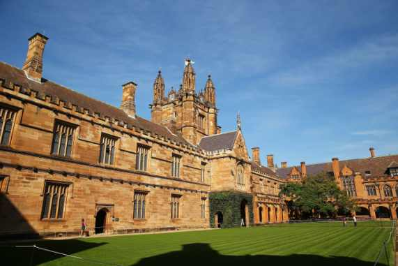 Coronavirus: Australia let Chinese students circumvent travel ban
