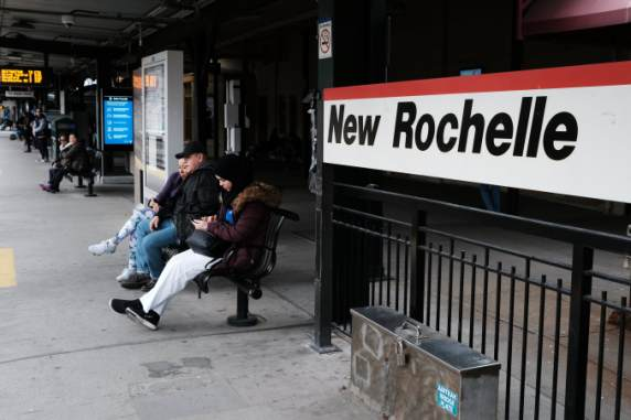 NY Gov. Cuomo deploys National Guard to New Rochelle, establishes ...