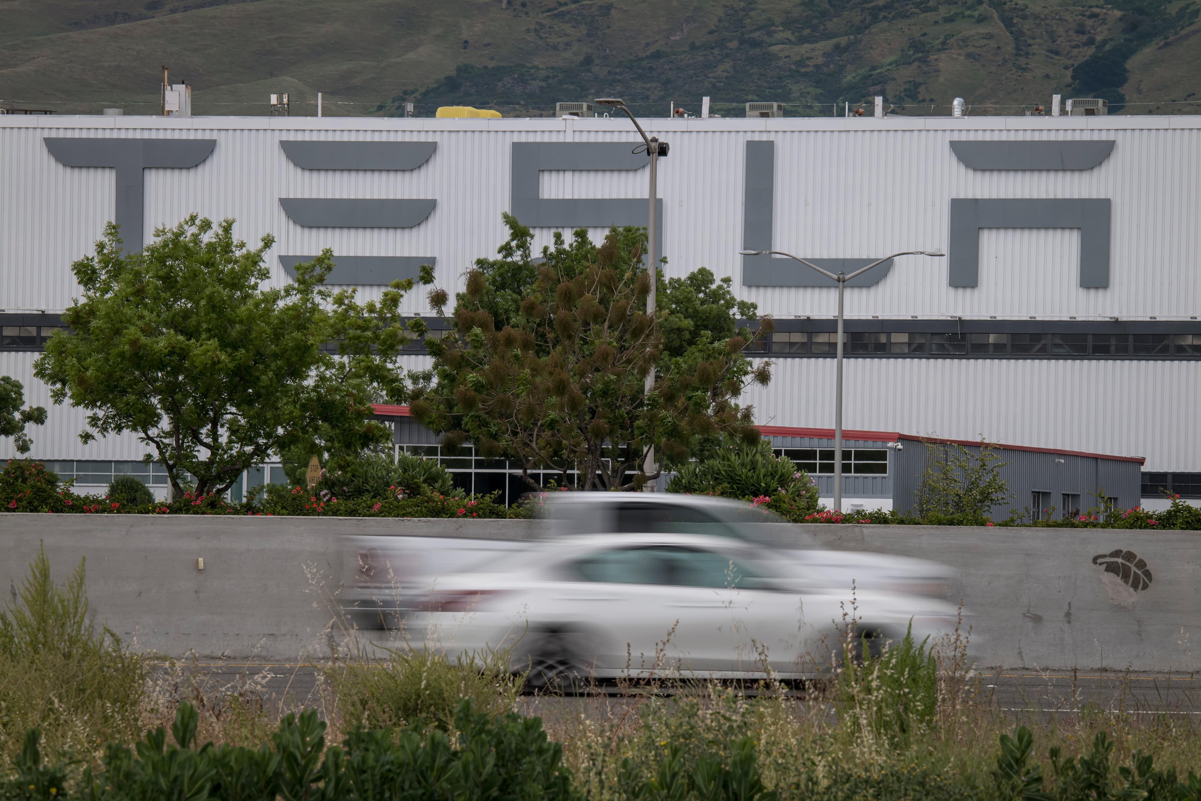 Elon Musk congratulates Tesla employees ahead of Q2 deliveries report 57