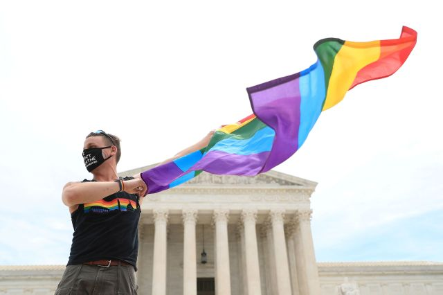 Supreme Court rules workers can't be fired for being gay or transgender 1