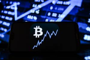 Bitcoin is not a bubble, it is at the beginning of moving into the mainstream: Bill Miller
