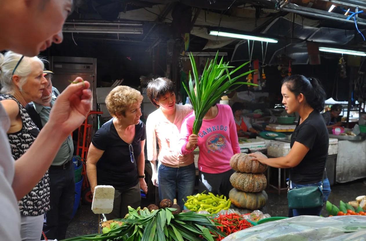 地元市場見学ツアー付きマリワンタイ料理教室