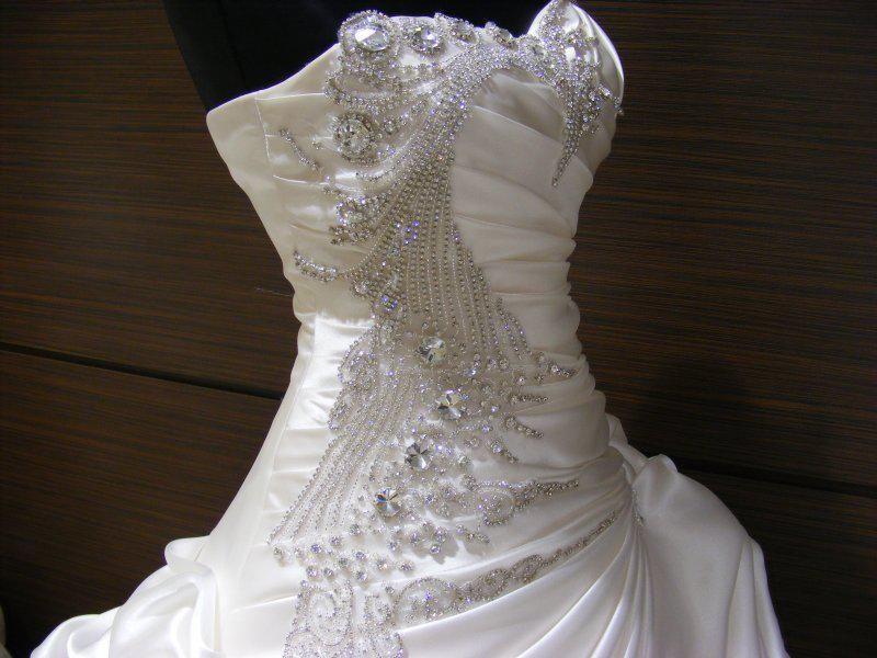 Luxury Crystal Satin Plus Size Wedding Dresses Ball Gown