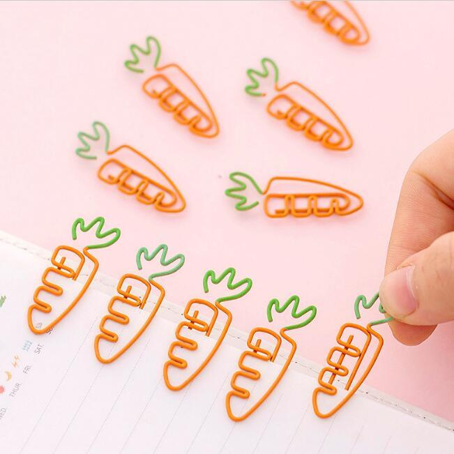 cute carrot paper clips