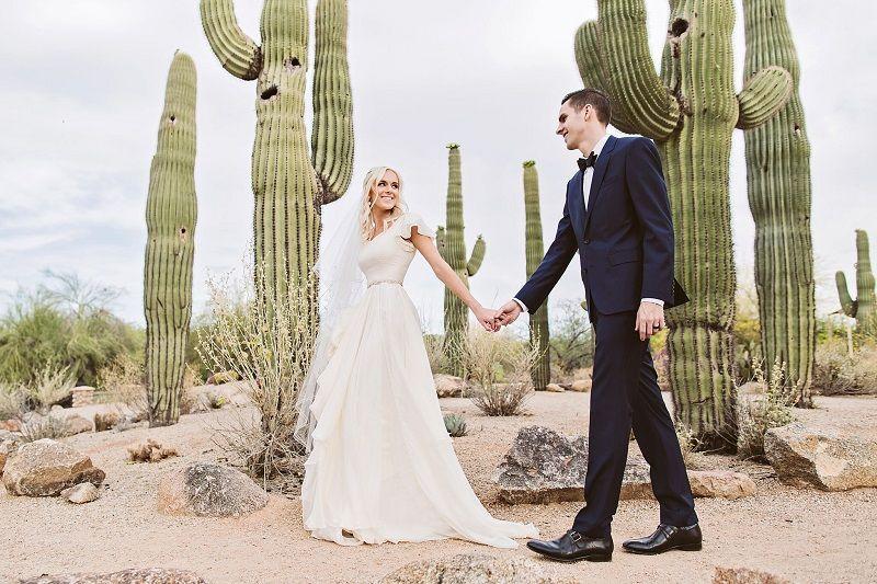 Discount Flowy Chiffon Modest Wedding Dresses 2019 Beach