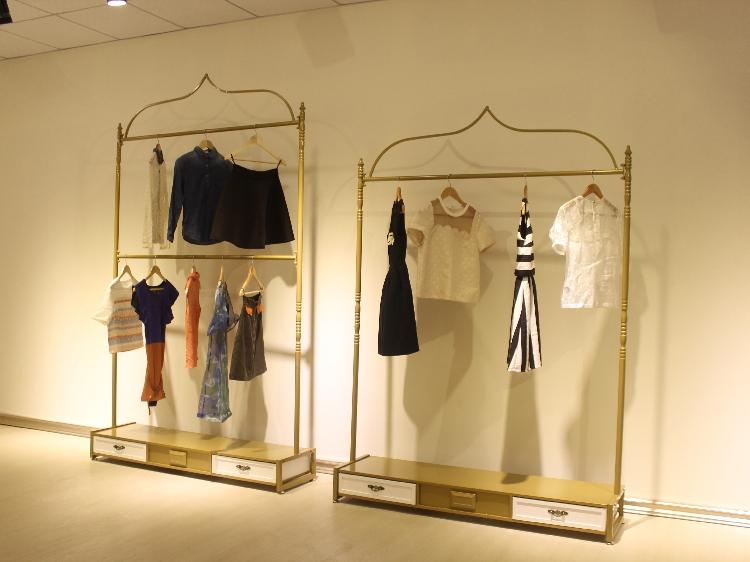 2019 Pastoral Iron Clothing Store Display Hanger Rack Wedding Dress Cheongsam Style Display Rack