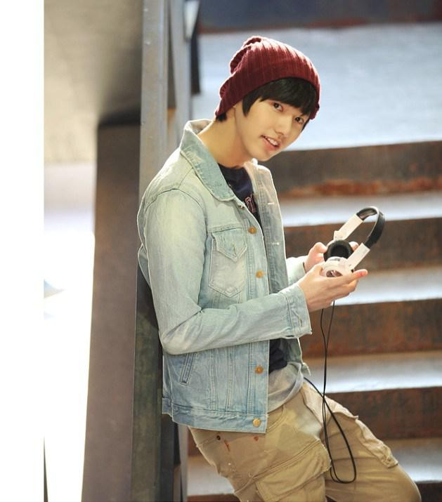 2013 Hot New Autumn And Winter Korean Mens Hooded Fashion