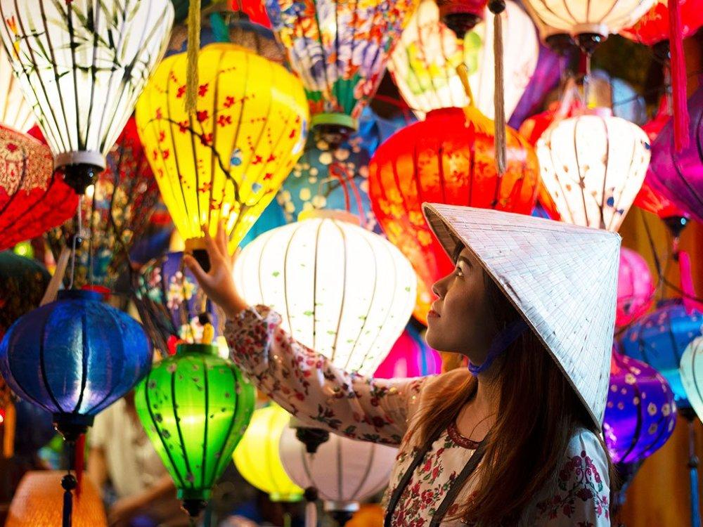 時間彷彿凝結於「會安古鎮」,昔日的璀璨風華,因著繽紛的燈籠更加閃耀!