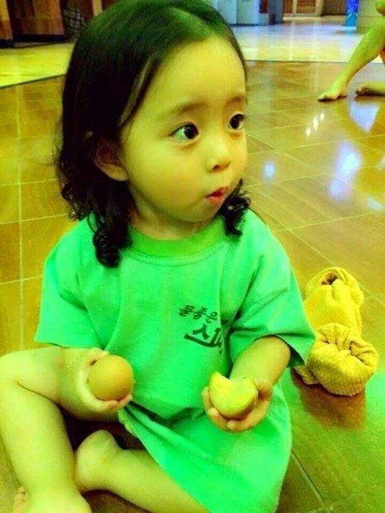 11.jpg 태어날 때부터 미모가 만렙인 꼬마아이의 근황