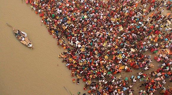 03ganga2.jpg (혐) 인도인들의 성수 겐지스 강 실태.jpg