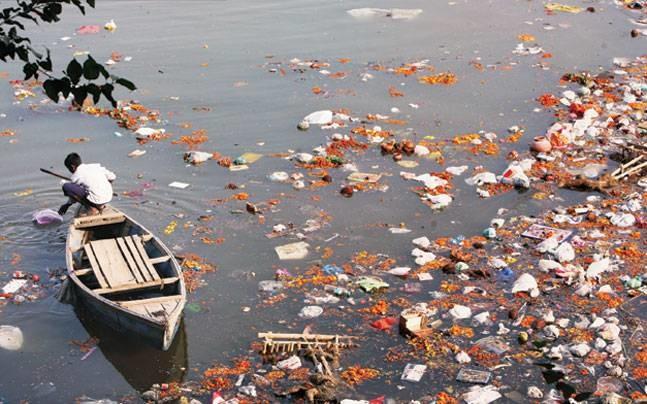 dirty-river-2-1-647_072215061954_032117102847_0.jpg (혐) 인도인들의 성수 겐지스 강 실태.jpg