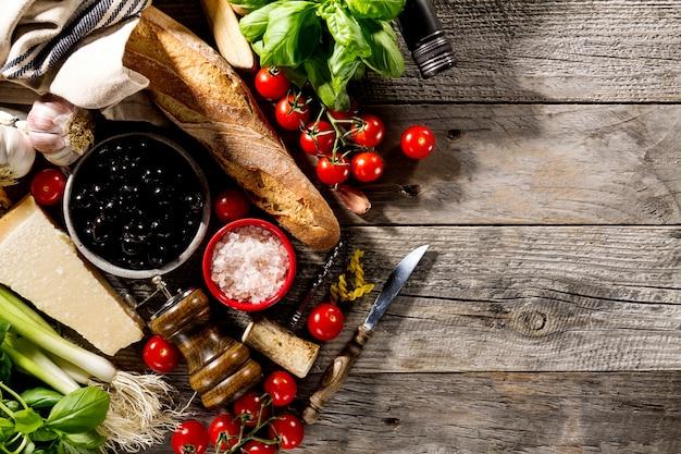 Sabrosos frescos apetitosos ingredientes de comida