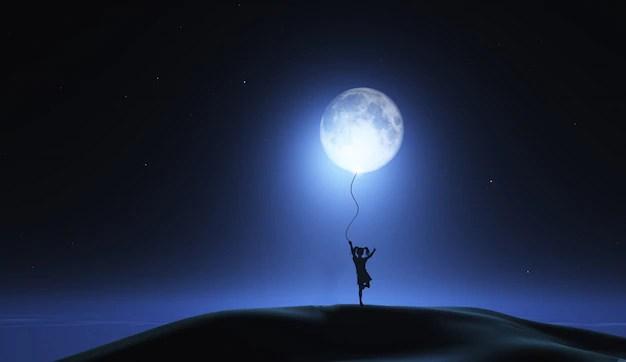 Ragazza con la luna come palloncino  Scaricare foto gratis