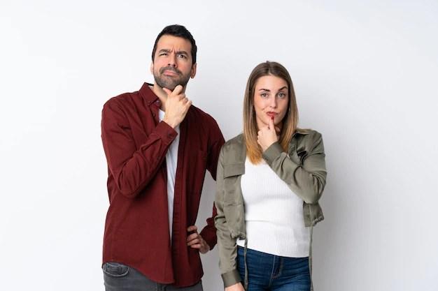 Casal com expressão de dúvida indecisão