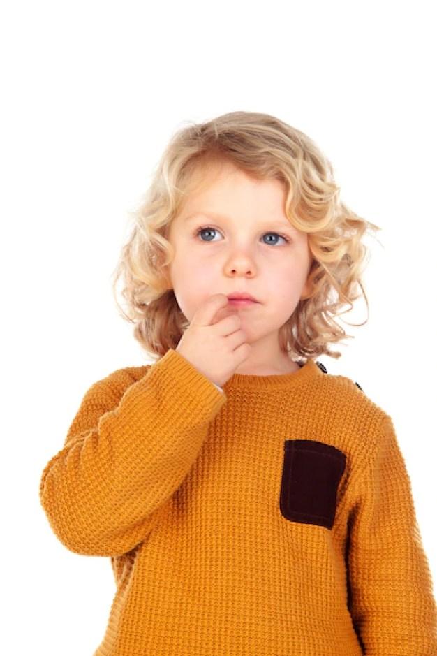 Criança tímida mutismo seletivo
