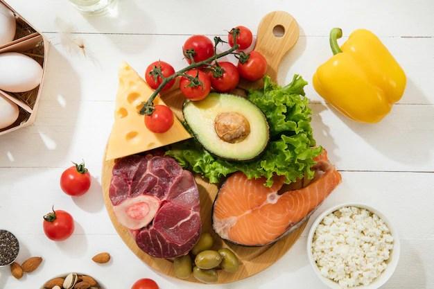 dieta-cetogenica-com-baixo-teor-de-carboidratos-selecao-de-alimentos-na-parede-branca_155003-27728 Os segredos da Dieta para ganhar massa muscular