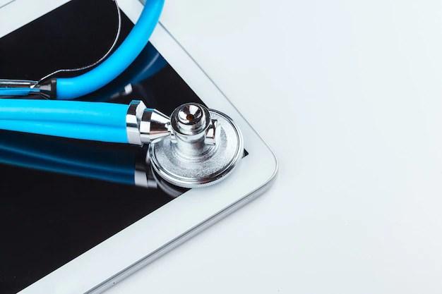 Estetoscópio e um tablet digital para exame de concentração de hormônio luteinizante