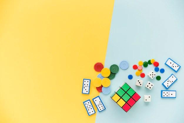 Peças coloridas de jogos variados