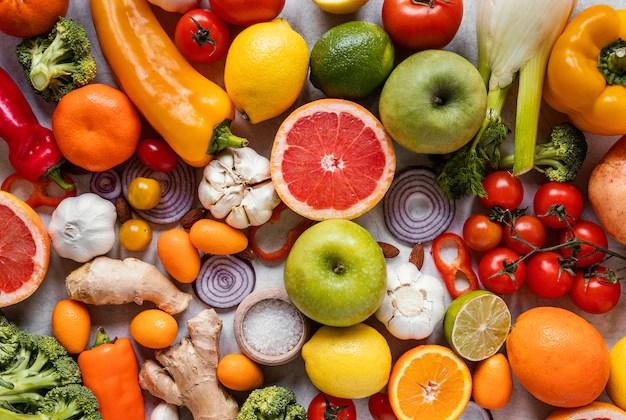 vista-superior-de-alimentos-saudaveis-para-a-composicao-de-aumento-de-imunidade_23-2148890265 Benefícios dos Antioxidantes para saúde