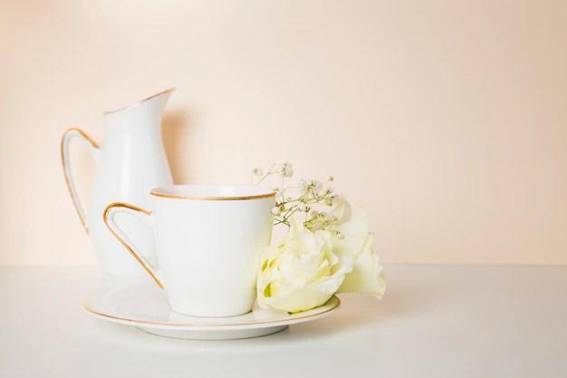 Jarra e xícara de chás